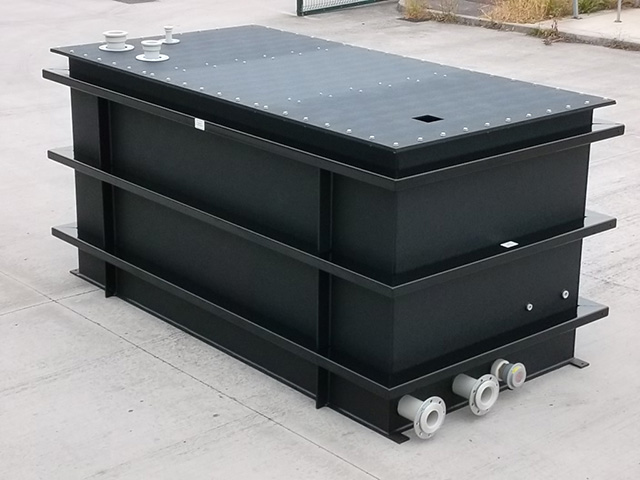 6000 litre tank in black polypropylene complete with powder coated steel bands